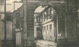 Rue du Château entrée du stade.jpg