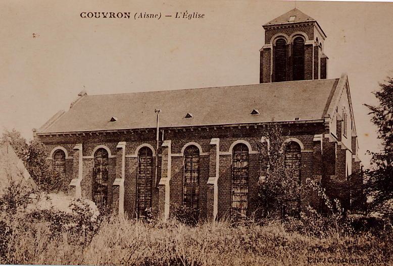Eglise Vue terrain château d'eau