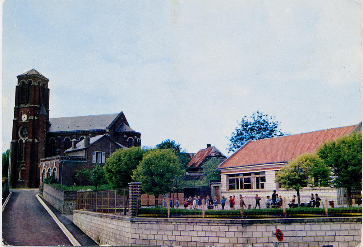 Eglise et école couleur vers 1975