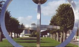 Astroboule (oeuvre de décoration de l'ex-camp militaire offert à la commune)